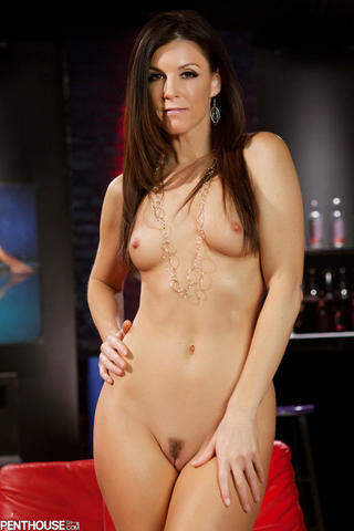 celebritie India Summer 20 years stolen foto beach