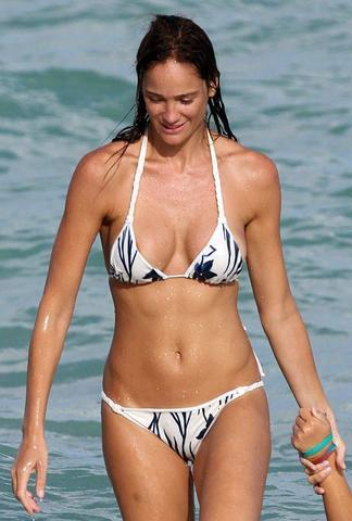 models Ines Rivero 25 years swimming suit snapshot in public