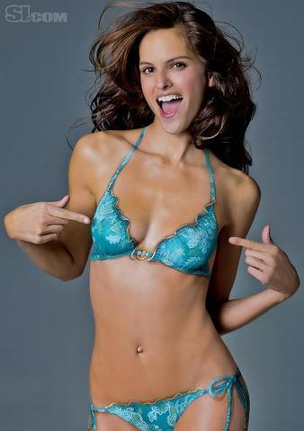models Izabel Goulart 18 years chest image in public
