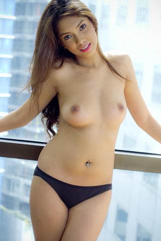 models Yui Ichikawa 20 years titties photoshoot in the club