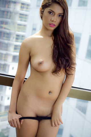 actress Nina Gosiengfiao 24 years Without brassiere art beach