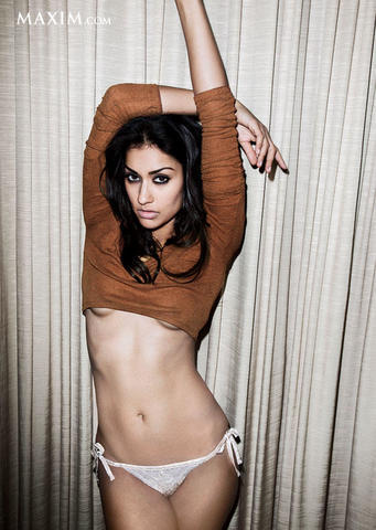 models Janina Gavankar 22 years chest photography in the club