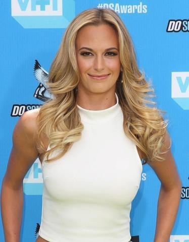 celebritie Jena Sims 24 years naked photos in public