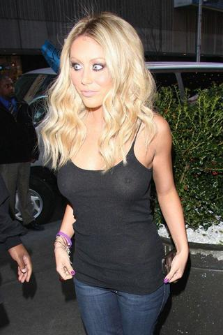 celebritie Aubrey O'Day 25 years inviting image in public