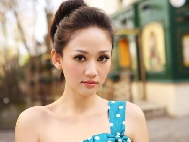 Hot photos Joe Chen tits