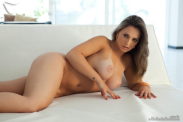 actress Aline Hernández 20 years drawn foto beach