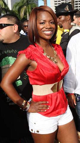 models Kandi Burruss 24 years uncovered image in the club