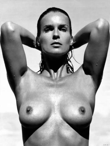 actress Catherine Bailey 24 years k naked photoshoot beach