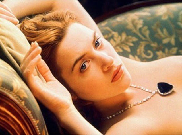 celebritie Kate Winslet 21 years nudism snapshot in the club