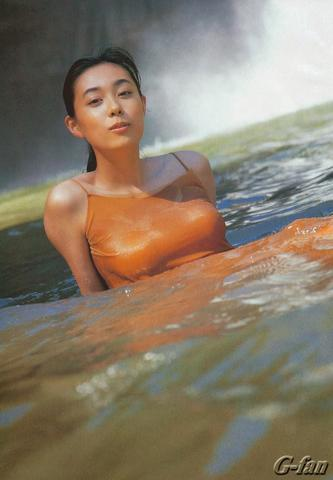 actress Yuki Uchida 20 years swimsuit photography in public