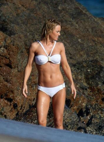 models Kelly Carlson 18 years Without brassiere pics in public