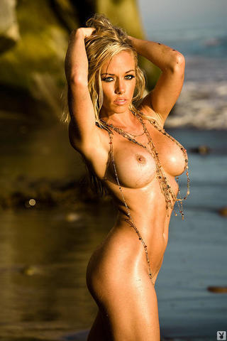 models Kendra Wilkinson 22 years bare photo home