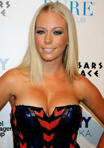 actress Kendra Wilkinson 23 years risqué photography in public