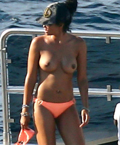 celebritie Kimora Lee Simmons 25 years swimming suit photoshoot in public