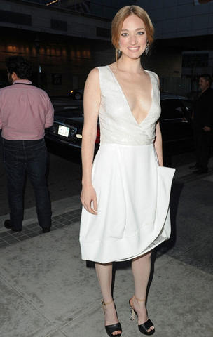 celebritie Kristen Connolly 23 years unclothed picture in the club
