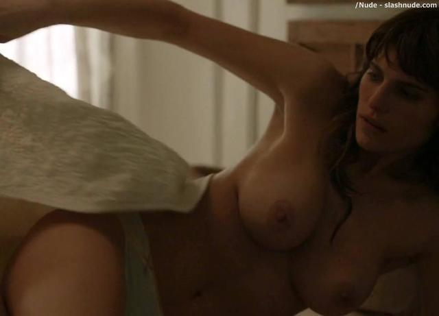 celebritie Lake Bell 25 years crude pics in public