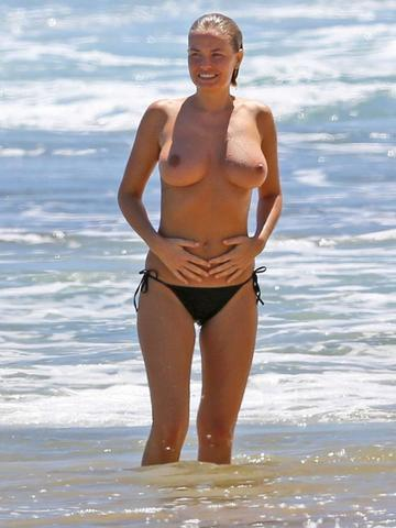 actress Lara Bingle 2015 buck naked photo in public