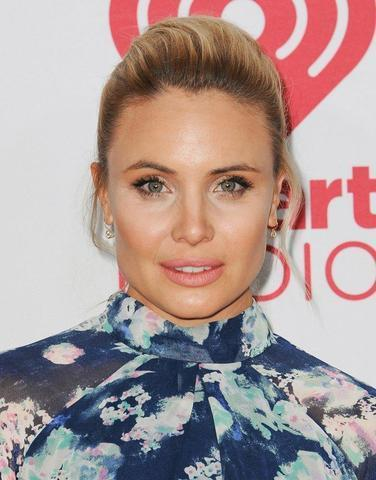 celebritie Leah Pipes 20 years titties snapshot in the club