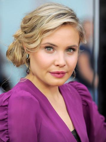 models Leah Pipes 2015 bosom picture in public