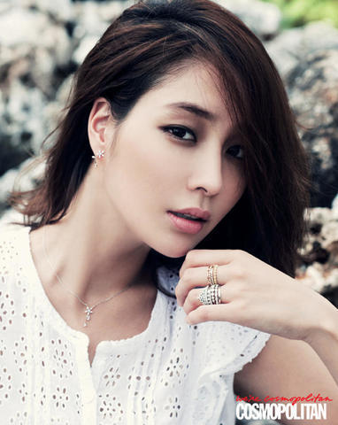 celebritie Min-jung Lee 21 years erogenous photography home