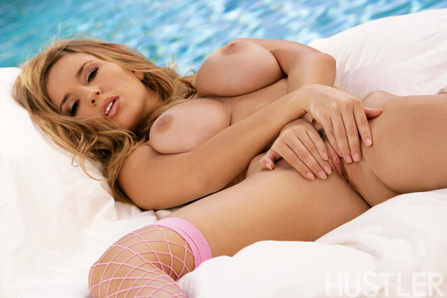 models Shay Laren 19 years lewd image in the club