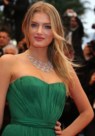 actress Lily Donaldson 22 years Without swimsuit image beach