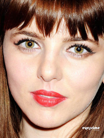 celebritie Ophelia Lovibond 19 years laid bare foto in the club