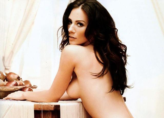 actress Lynn Collins young unclothed photo in public