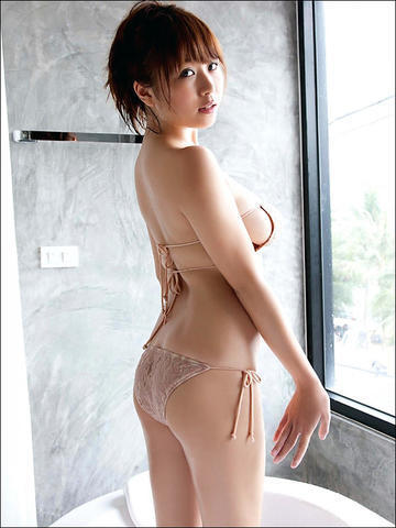 models Mai Nishida 25 years Without slip foto in the club