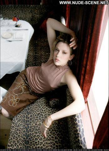 actress Majandra Delfino 22 years unclad picture in the club