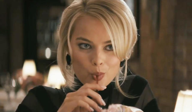 celebritie Margot Robbie 21 years indelicate pics in public