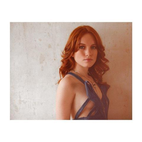 celebritie Maria Thayer 19 years stripped snapshot in the club