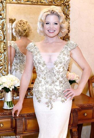 celebritie Megan Hilty 19 years carnal photography home