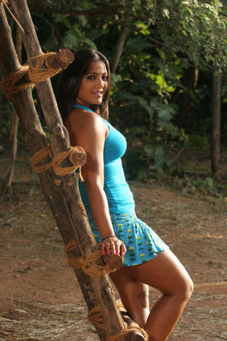 celebritie Meghna Naidu 25 years sensuous photo beach