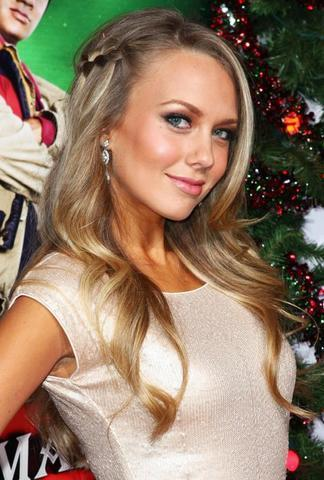 actress Melissa Ordway 2015 amative image in public
