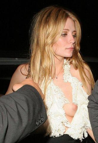 celebritie Mischa Barton 21 years Without camisole foto home