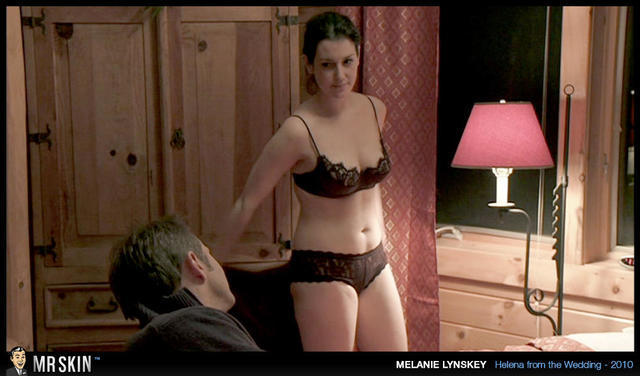 celebritie Melanie Lynskey 21 years Uncensored pics beach