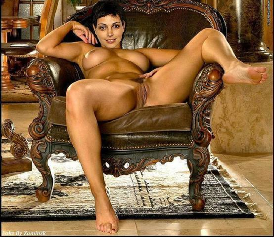 celebritie Morena Baccarin 22 years in one's skin picture home