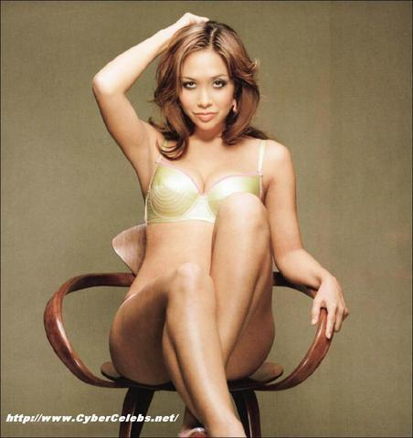 celebritie Myleene Klass 23 years nudity photo in public