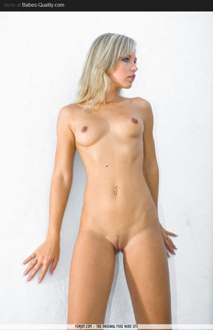 actress Lexi Ripa 18 years the nude foto in public