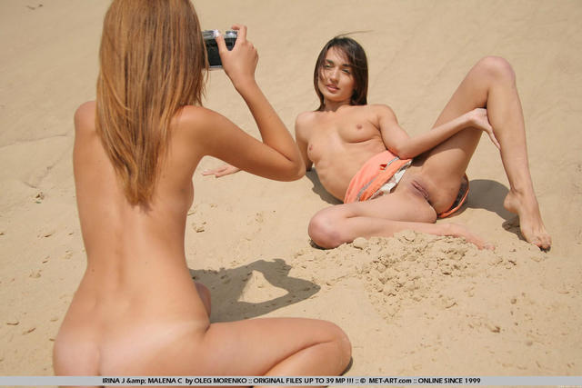 models Kathy Blanche teen barefaced foto in public