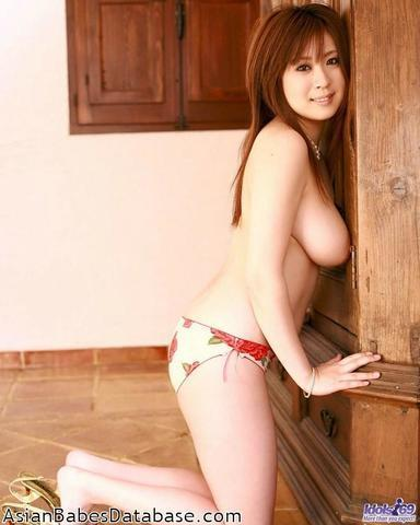 celebritie Nana Aoyama 24 years bare-skinned photos in the club