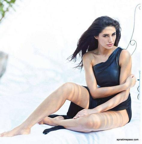models Nargis Fakhri young swimsuit art in the club