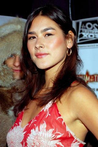 actress Mizuo Peck 25 years spicy image beach