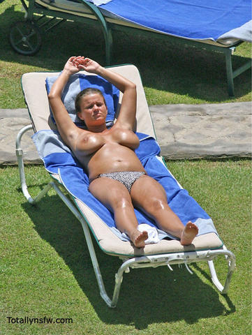 celebritie Kerry Katona 20 years provocative image beach