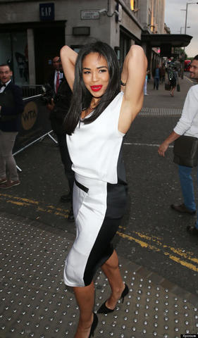 celebritie Sarah-Jane Crawford 19 years concupiscent photography in public