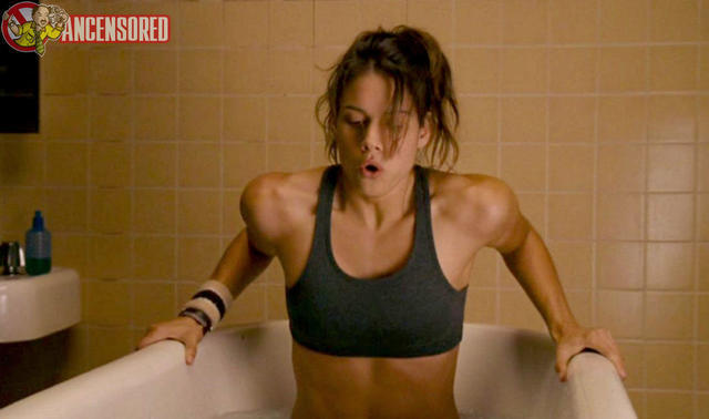 celebritie Missy Peregrym 25 years risqué art beach