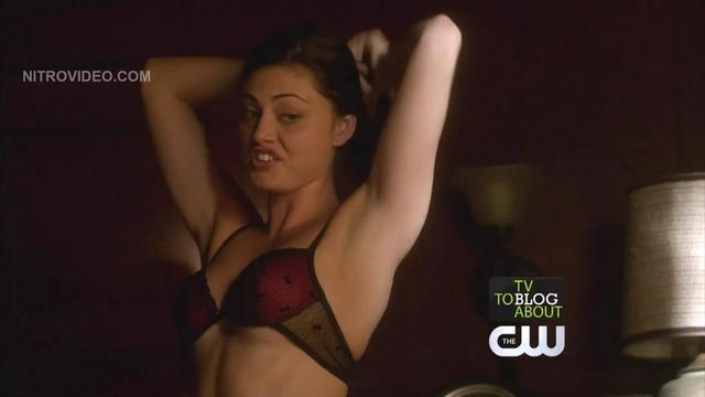 celebritie Phoebe Tonkin 18 years bare snapshot in public