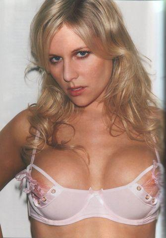 models Abi Titmuss 21 years Without swimming suit foto in public