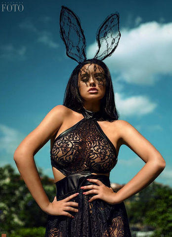 celebritie Abigail Ratchford 23 years amatory art beach